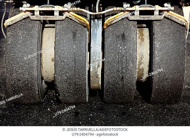 Detail rubber wheel roller machine, steamroller