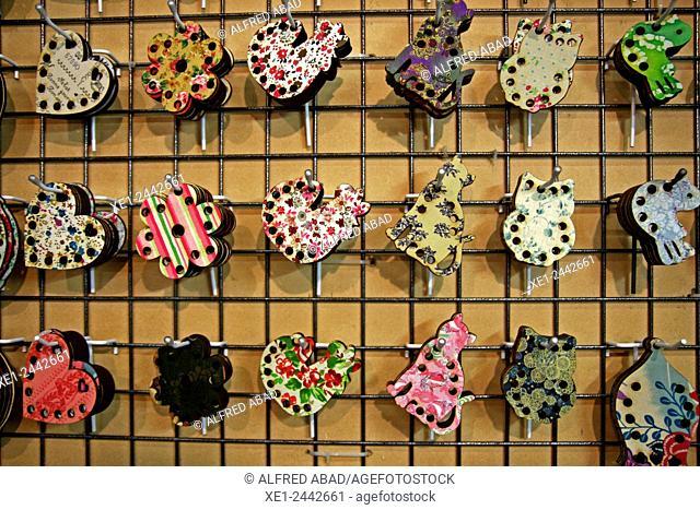 Display decorative pieces