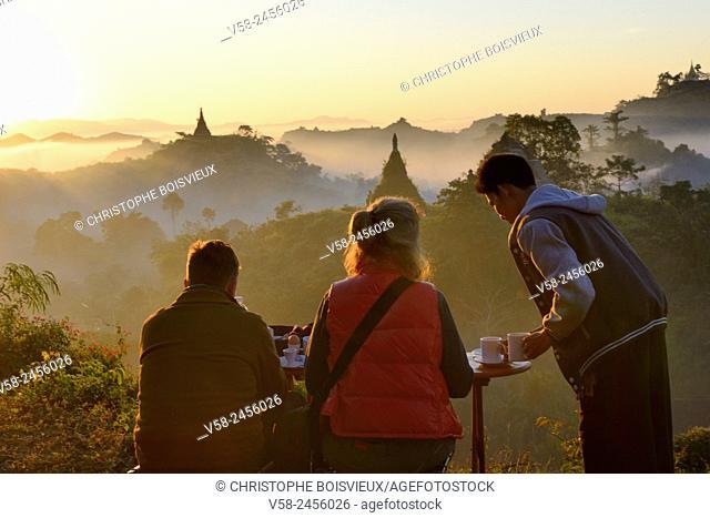 Myanmar, Rakhine State, Mrauk U, Morning tea at sunrise