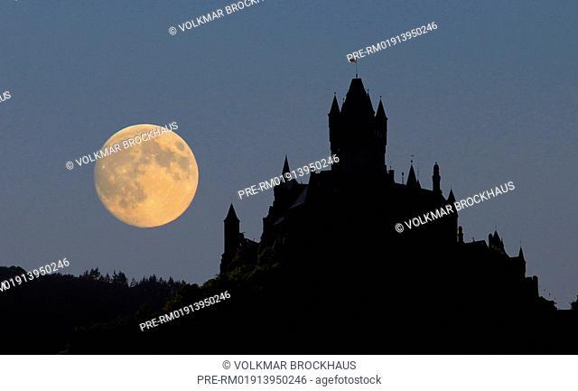 Full moon over Reichsburg Cochem, Rheinland-Pfalz, Germany / Vollmond über der Reichsburg Cochem, Rheinland-Pfalz, Deutschland