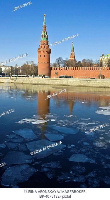 Vodovzvodnaya or Sviblova Tower of Moscow Kremlin and Moskva River with ice floes, Moscow, Russia