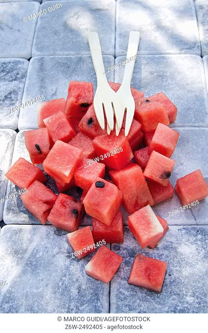 Presentation of a summer dish made of diced watermelon