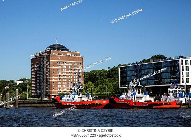 Harbour tour in Hamburg: View on the retirement home Augustinum