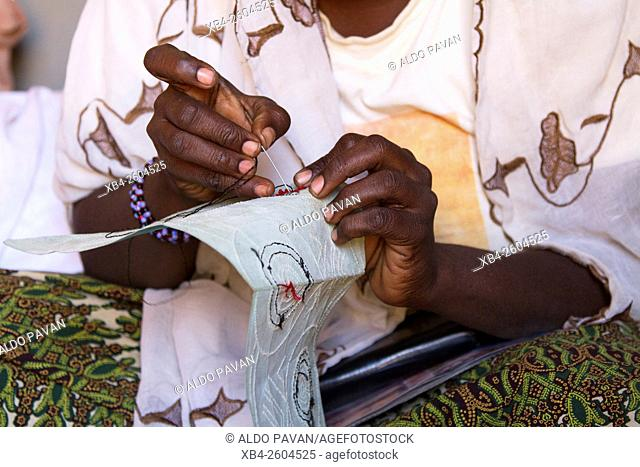 "Niger, Agadez, woman of Exodus project working with the money of the """"Banque de credit et d'epargne Emisikni"""""""""""