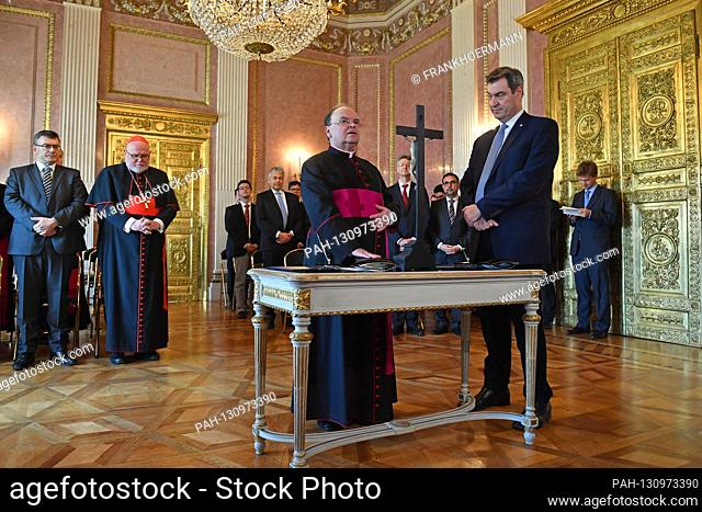 Prime Minister Dr. Markus Soeder and the appointed Bishop of Augsburg, Praelat Dr. Bertram Meier (left) at the swearing in of the Bavarian constitution and the...