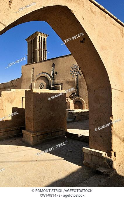 adobe building with windtower in the historic oldtown of Yazd, UNESCO World Heritage Site, Iran, Persia, Asia