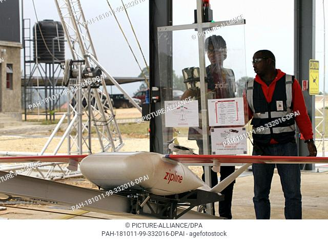 29 August 2018, Rwanda, Muhanga: Employees of Silicon Valley company Zipline shortly before the launch of a drone that will fly life-saving blood reserves to a...
