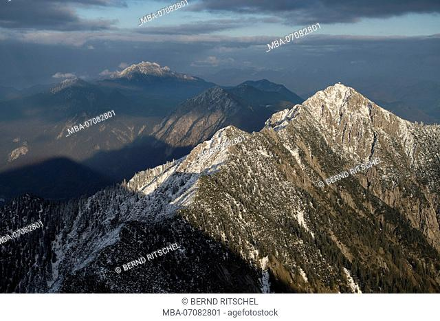 View from the Heimgarten on the Herzogstand in winter, mountains of Walchensee, Bavarian Prealps, Bavaria, Germany