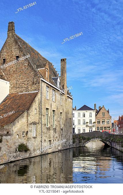 Gouden Handrei Canal and bridge in Bruges, Flanders, Belgium