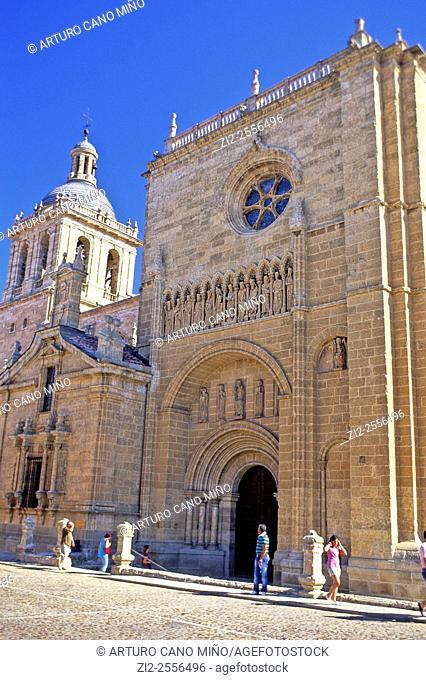 The Cathedral of Santa María, XII-XIVth centuries. Gate of Chains. Ciudad Rodrigo, Salamanca, Spain