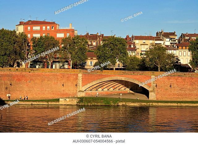 France, Toulouse, [Garonne river banks], cityscape