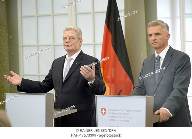 German President Joachim Gauck (L) and Didier Burkhalter, the President of the Swiss Confederation, hold a press conference in Kehrsatz, Germany, 01 April 2014