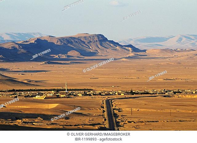 View from the castle Qala'at Ibn Ma'n on the desert near Palmyra, Tadmur, Syria, Asia