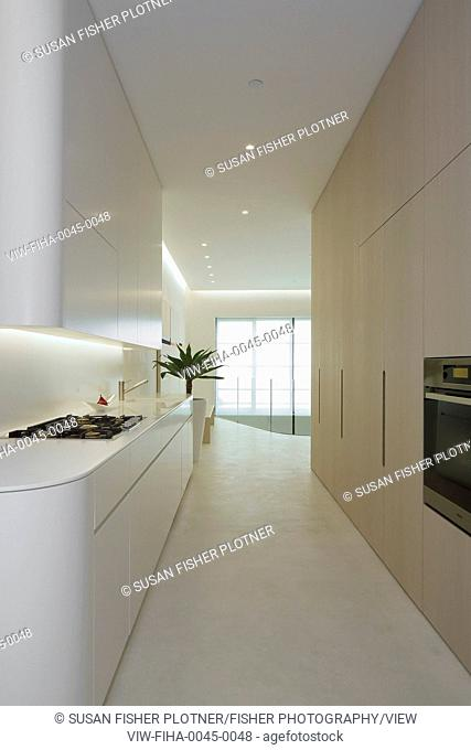 Breathtaking townhouse completely renovated in minimalist style. The ultimate in fluid space