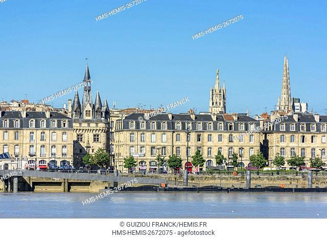 France, Gironde, Bordeaux, area listed as World Heritage by UNESCO, Richelieu quay,15th century Gothic Porte Cailhau or Porte du Palais