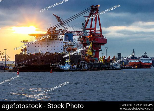 """dpatop - 14 January 2021, Mecklenburg-Western Pomerania, Wismar: Tugboats get into position on the Russian pipe-laying vessel """"""""Fortuna"""""""" in the port"""