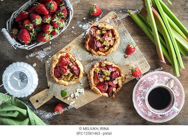 Mini strawberry and rhubarb pies