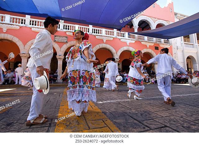 Dancers during a Jarana performance on a Merida sunday activities, Merida, Riviera Maya, Yucatan Province, Mexico, Central America