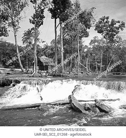 Wasserfall von Tarumã, Brasilien 1966. waterfall in Tarumã, Brazil 1966