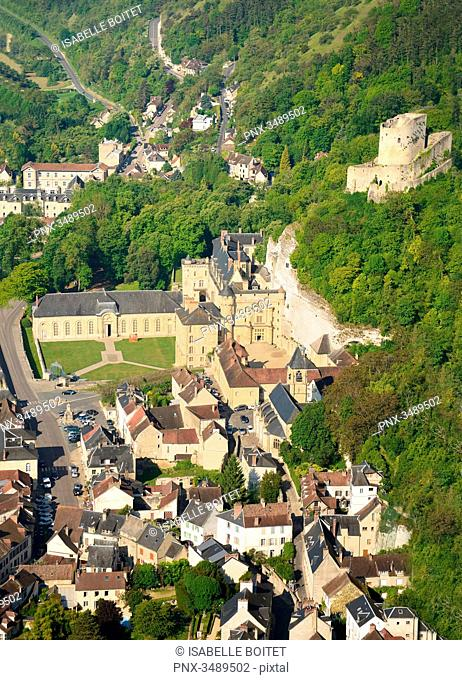 France, Ile-de-France, Val-d'Oise, regional natural reserve of French Vexin, Roche-Guyon, certified the Most beautiful Villages of France, the medieval donjon