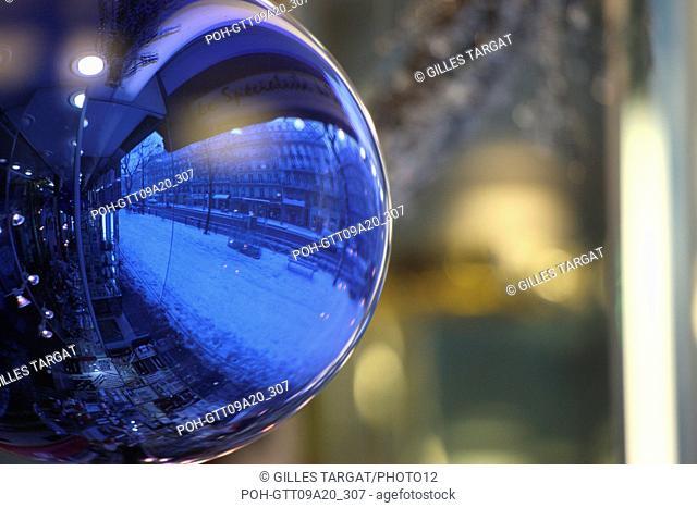 France, ile de france, paris 5th arrondissement, Snow, Snowy, Snowing, December 2009, Boulevard Saint Michel, Buildings reflect in a christmas decoration ball