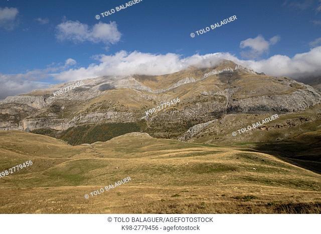 Punta Aguerri 2447 mts, western valleys, Pyrenean mountain range, province of Huesca, Aragon, Spain