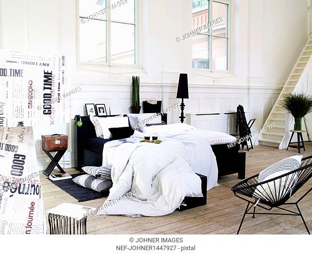 Bedroom decor in modern style
