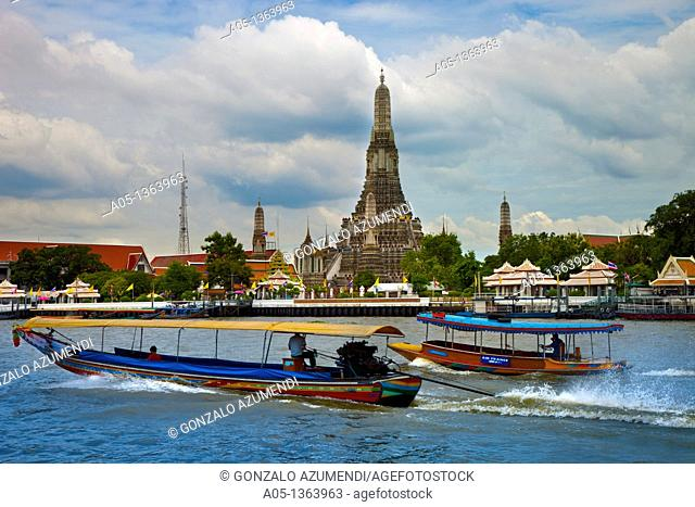Wat Arun, The Temple of the Dawn, from Mae Nam Chao Phraya River  Bangkok, Thailand, Southeast Asia, Asia