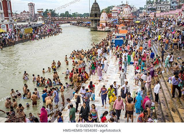 India, Uttarakhand State, Haridwar, one of the nine holy cities to Hindus, on the banks of the Ganga river, pilgrims come to pray and purify themselves in the...
