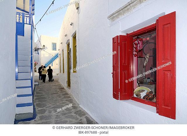 Alleyway in Plaka, Milos, Cyclades, Greece, Europe