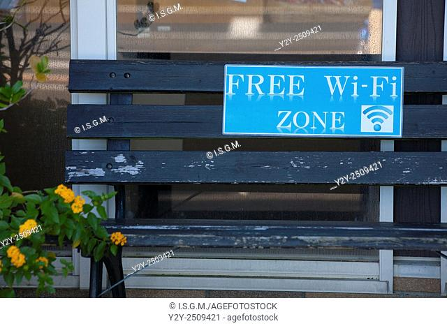 Bench with Wifi