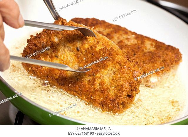 Cordon bleu preparation : Frying a cordon bleu
