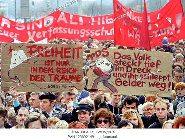 Several thousand people protested on 04.11.1990 on the Alexanderplatz in Berlin against the dismantling of social securities as well as against speculators and...