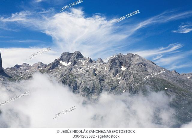 Mountain landscape seen from the top of Peña Maín, Urrieles Massif, in the Picos de Europa National Park, Asturias, Spain