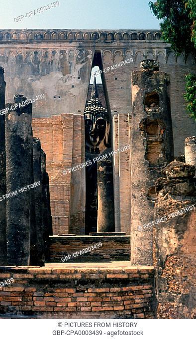 Thailand: 15 metre high seated Buddha, Wat Si Chum, Sukhothai Historical Park