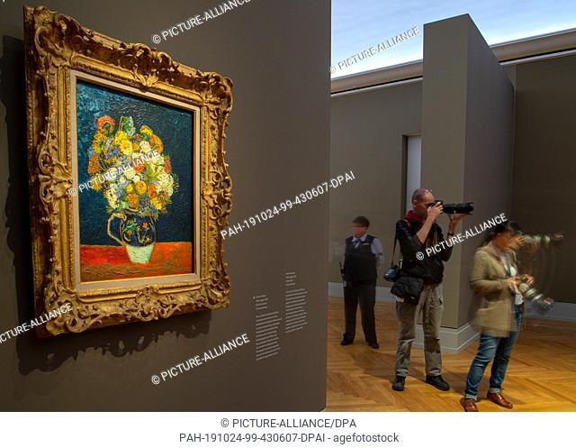 "24 October 2019, Brandenburg, Potsdam: The picture """"Vase with zinnias"""" hangs after a press conference before the opening of the exhibition """"Van Gogh"