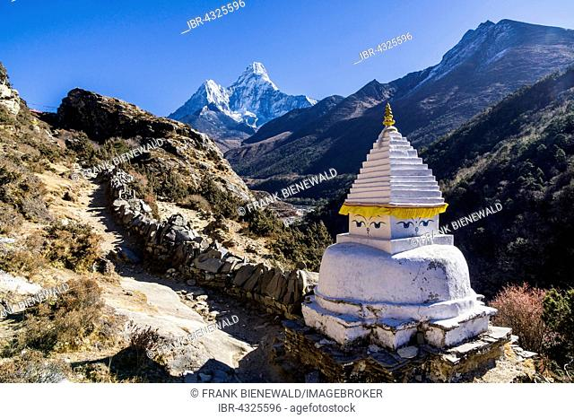 A stupa on the way to Pangboche Gompa, Ama Dablam (6856m) mountain in the distance, Pangboche, Solo Khumbu, Nepal
