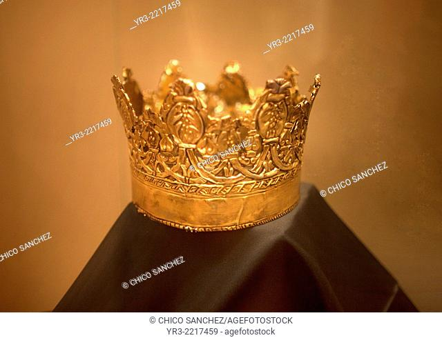 The crown of the Catholic Queen Isabella I of Castile used during the filming of the tv serie Isabel, produced by TVE, in the temporal art exhibit 'Isabel la...