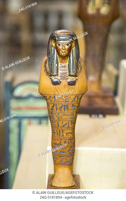 Egypt, Cairo, Egyptian Museum, from the tomb of Yuya and Thuya in Luxor : Ushebti, in light coloured wood. The face, wig and necklace are gilded