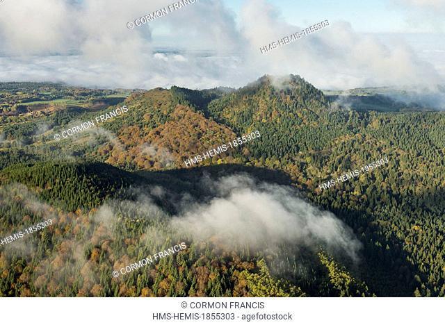 France, Puy de Dome, Saint Ours, Chaine des Puys, Parc Naturel Regional des Volcans d'Auvergne (Natural regional park of Volcan d'Auvergne)