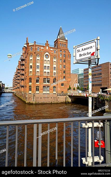 Das Fleetschlösschen in der Hamburger Speicherstadt