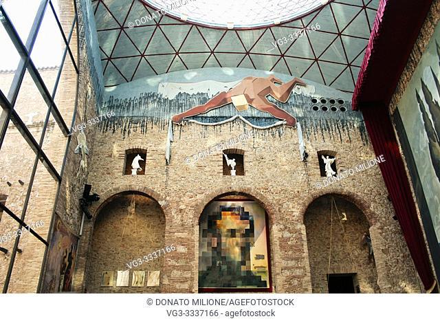 Figueres, L'Alt Empordà, province of Girona, Catalonia, Spain. The Salvador Dalí Theatre-Museum (Teatre Museu Dalì). . Bottom, in the center