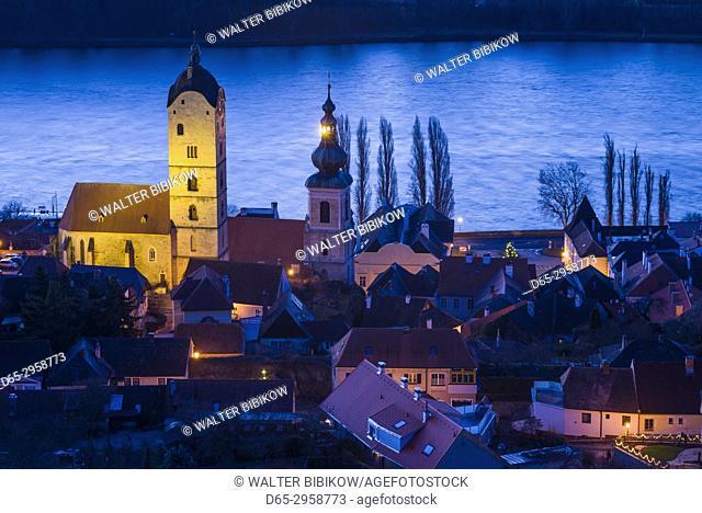 Austria, Lower Austria, Stein an der Donau, elevated view of town and Danube River, dawn