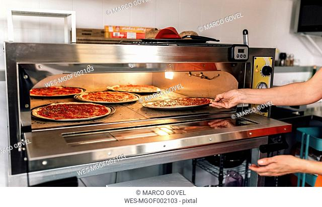 Pizza baker at work