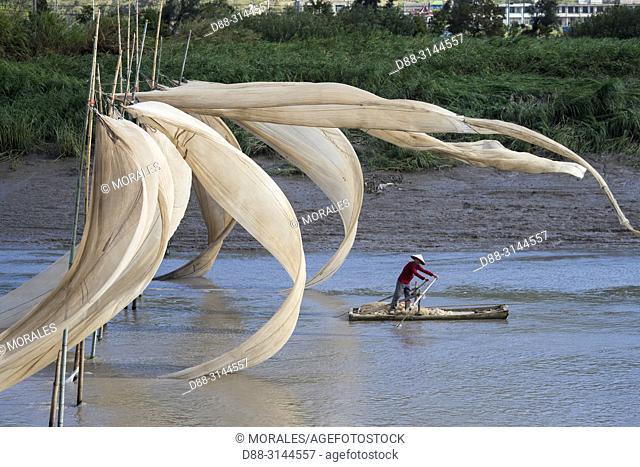 Chine, Chine du Sud, Province de Fujiang, Région de Xiapu, Séchage des voiles de bateaux avec le vent / China, Fujiang Province, Xiapu County