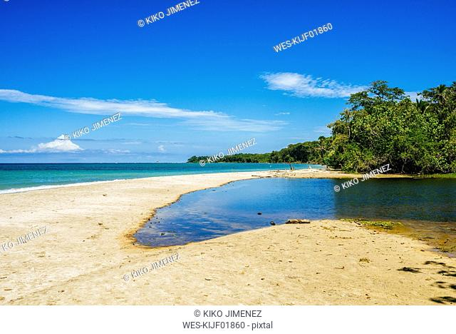 Costa Rica, Limon, Beach landscape in the national park of Cahuita