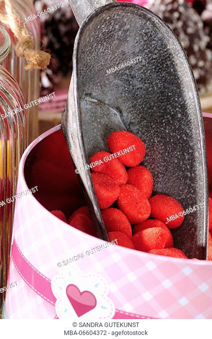 Sugar strawberries in tin, close-up