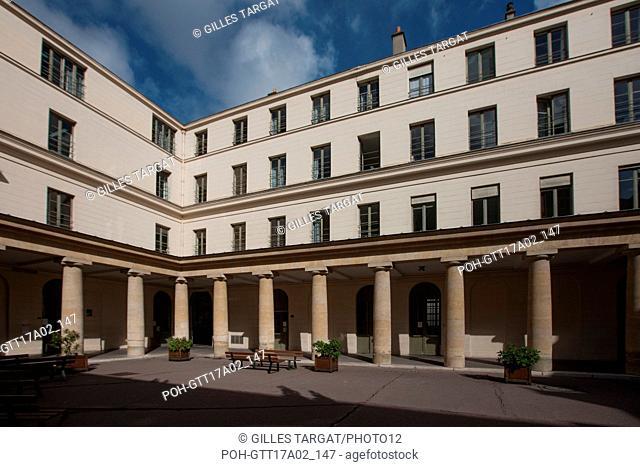 Paris, 8 rue du havre, lycee condorcet, former cloister of Friars Minor Capuchin, Photo Gilles Targat