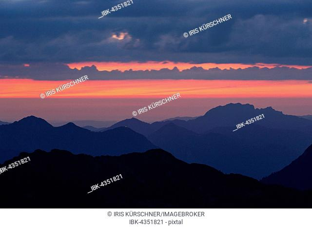 Sunrise, Heimgarten, Herzogstand, Benediktenwand, view from the Weilheimer Cottage, Ester Mountains, Garmisch-Partenkirchen District, Bavaria, Germany