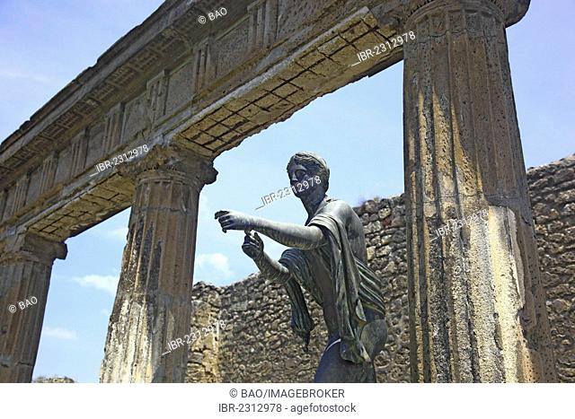 Statue of Diana at the Temple of Apollo, Pompeii, Campania, Italy, Europe
